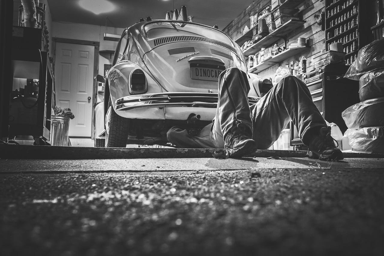 車のキズの修理に関する作業内容、工賃、納期について解説