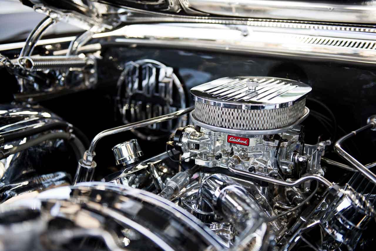 車のエンジン、マフラー修理に関する作業内容、工賃、納期について解説
